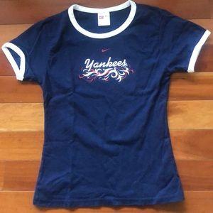 Navy and white Yankees t-shirt